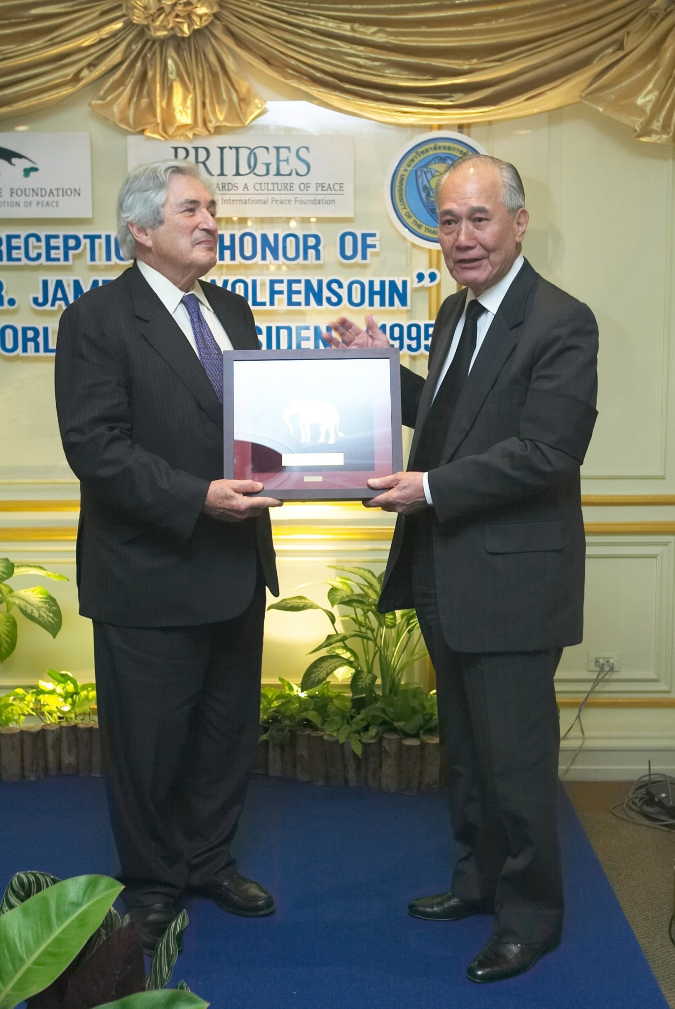 Former World Bank President Dr. James D. Wolfensohn with the Thai Honorary Chairman of Bridges Anand Panyarachun