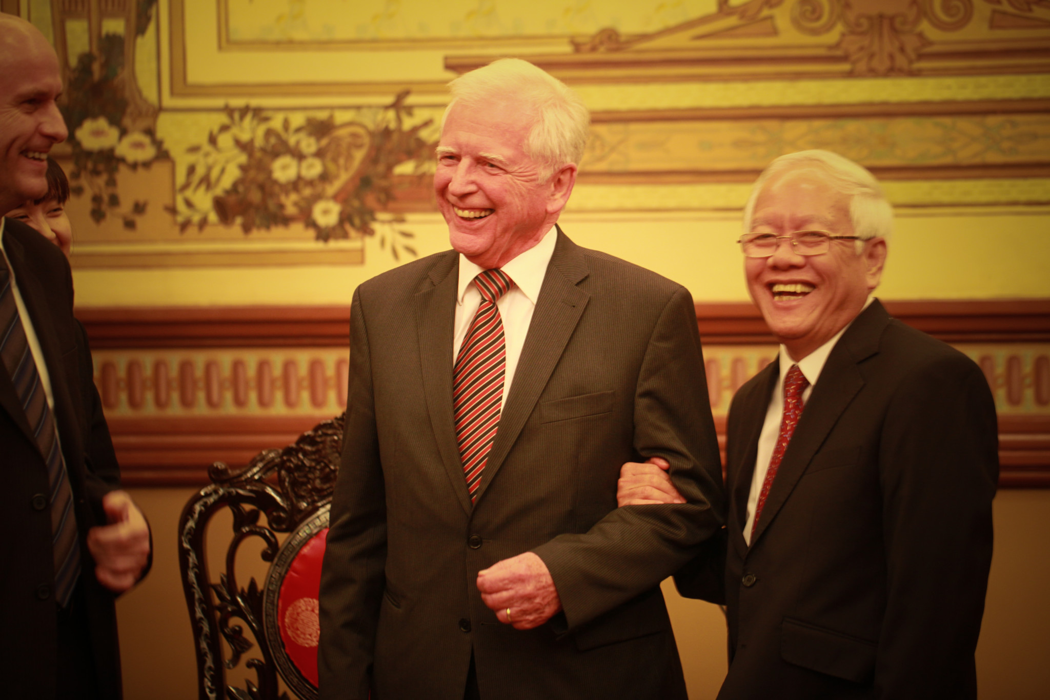 Medicine Nobel Laureate Prof Harald zur Hausen with HE Le Hoang Quan, Chairman of the Ho Chi Minh City People's Committee
