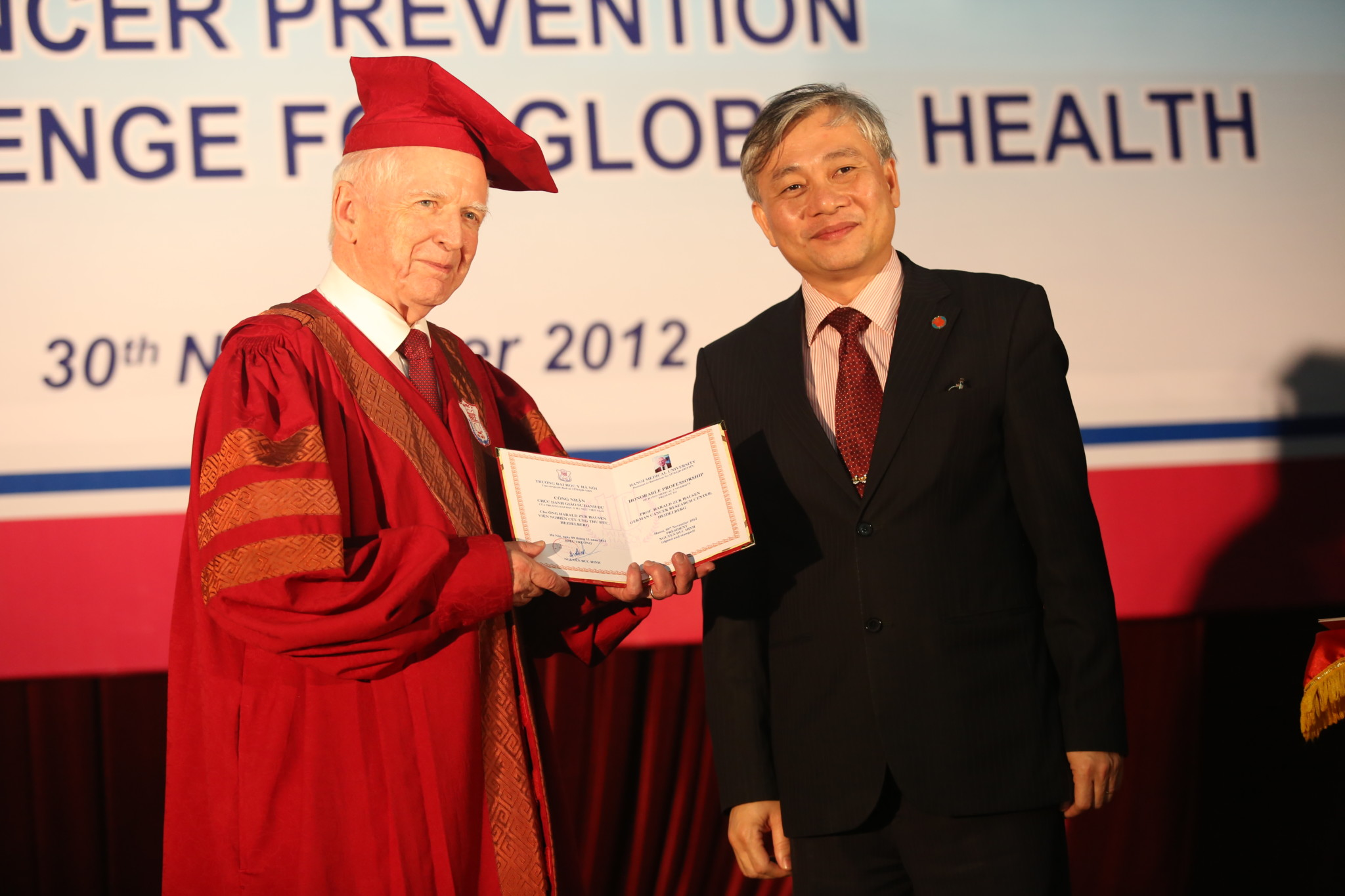Medicine Nobel Laureate Prof. Harald zur Hausen receiving an honorary doctorate degree in Hanoi